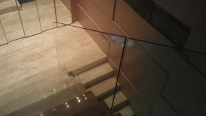 Balustrada szklana mocowana punktowo